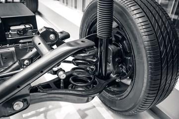 Bảo dưỡng giảm xóc ô tô bị chảy dầu